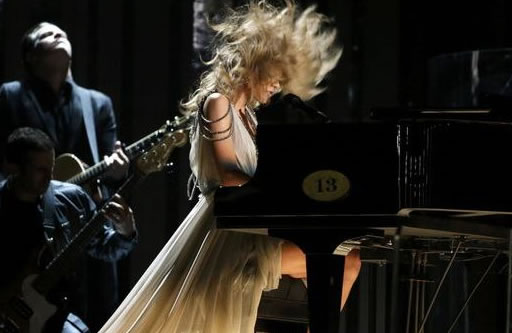Video: Taylor Swift Gets Attacked AT The 2014 Grammy Award