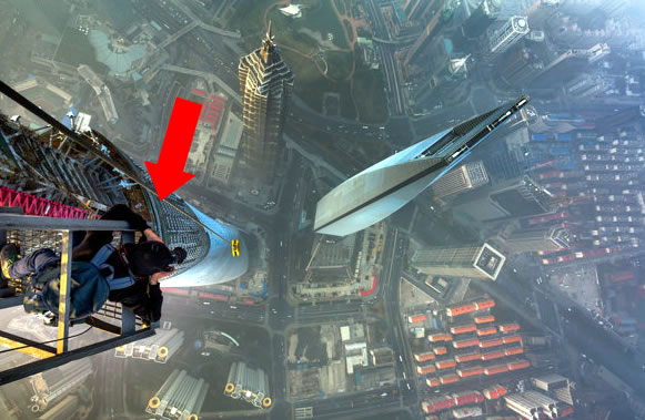 Skywalkers Climb China's Tallest Building