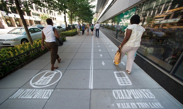 New Social Experiment Separates Sidewalk into Two Lanes