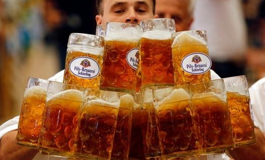 German breaks world record by carrying 27 full mugs of beer